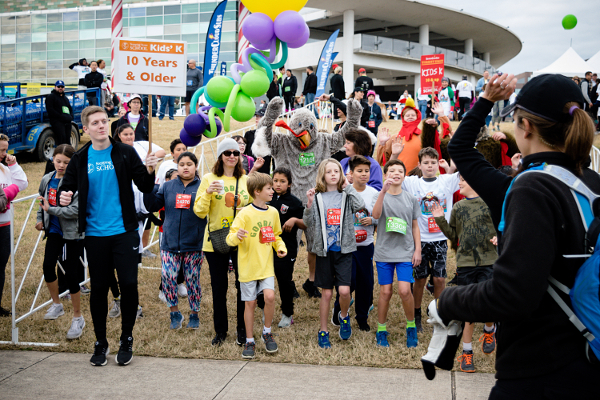 2018 Turkey Trot warm up with Stepping Stone School preschoolers and staff